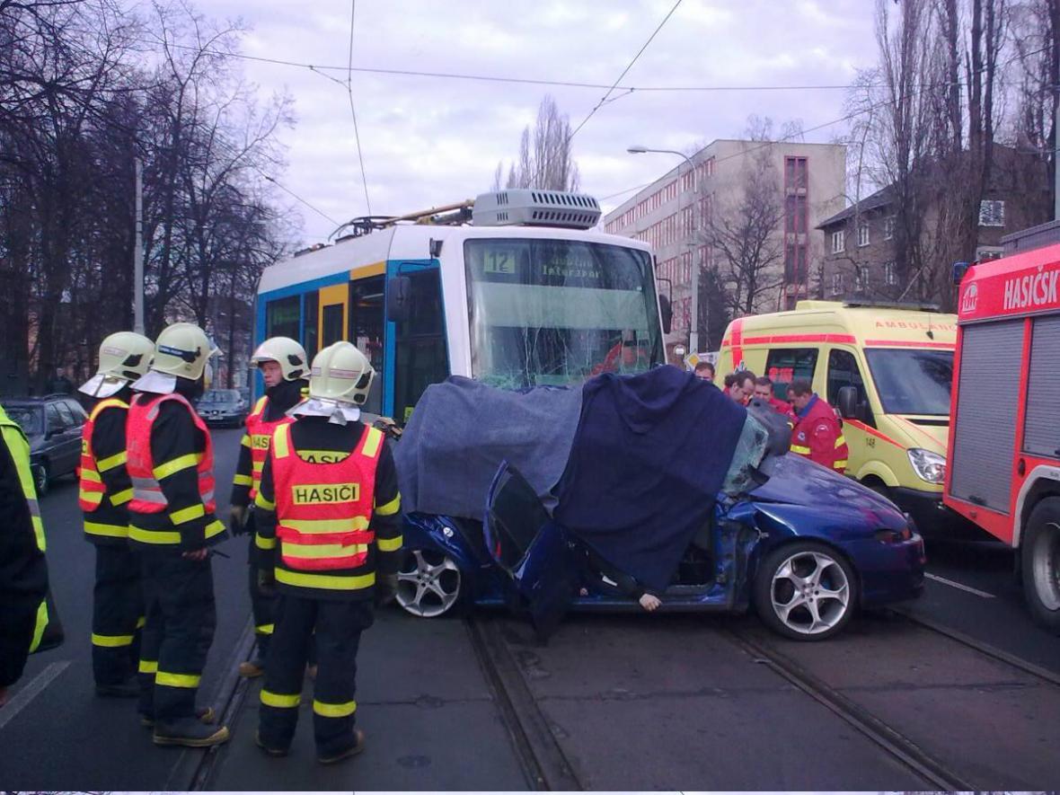 Hasiči u tragické dopravní nehody