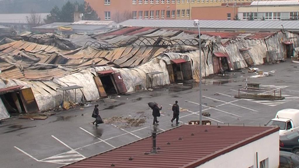 Vyhořelá vietnamská tržnice v Brně