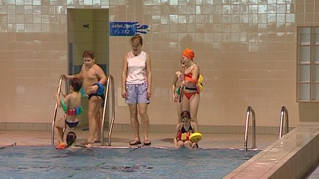 Děti při výuce plavání
