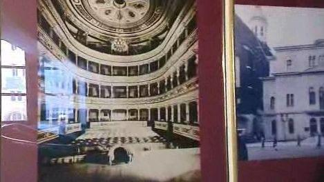 Historické foto původního divadla
