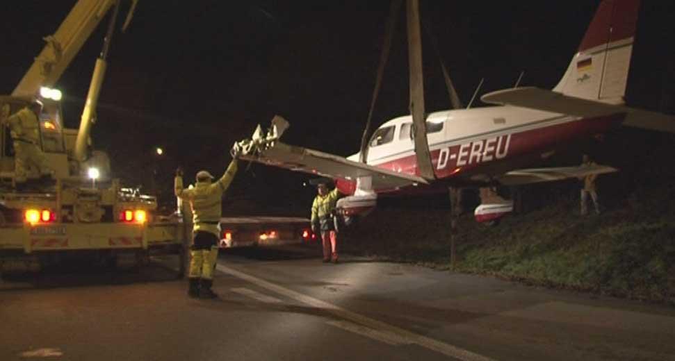 Na silnici I/43 přistálo nouzově letadlo