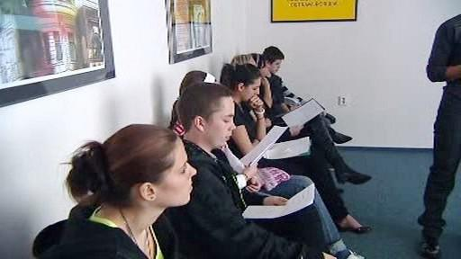 Studenti poslouchají prezentaci v rámci projektu Comenius