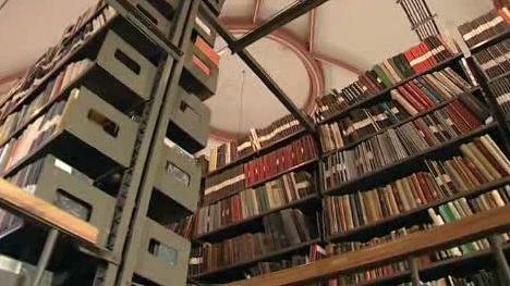 Plné knihovní sklady