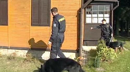Policisté kontrolují zabezpečení chaty