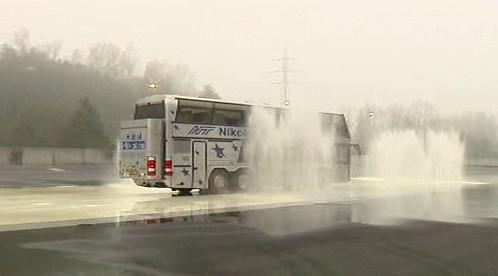 Autobus na smykové desce