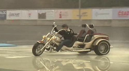 Motocykl na smykové desce