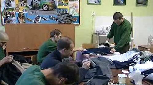 Vězni na Mírově opravují zabavené padělky