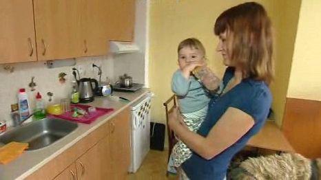 Iva s malým Štěpánem v azylovém domě