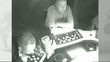 Záběry z bezpečnostní kamery v herně ve Frenštátu pod Radhoštěm