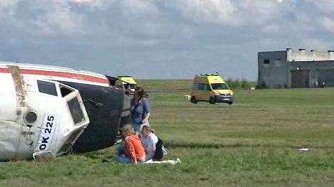 Záchranáři přijíždějí na místo nehody