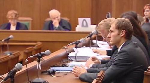 Muži obvinění ze žhářského útoku ve Vítkově