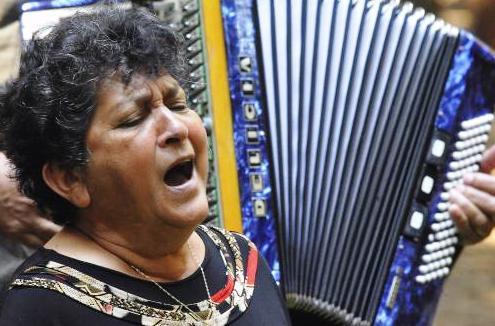 Zlatica Poulíčková zazpívala na pietním aktu u romského hromadného hrobu.
