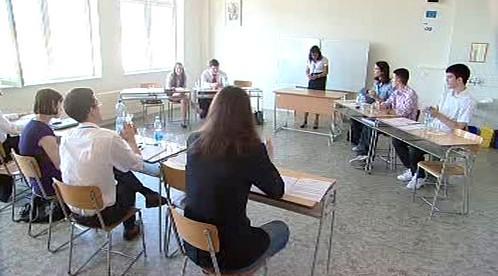 Studenti sledují diskusní vystoupení
