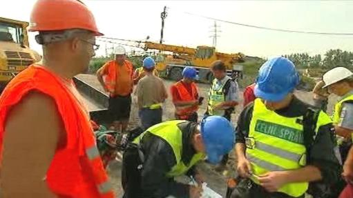 Kontrola dělníků na staveništi Karolina