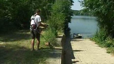 Údržba okolí jezera