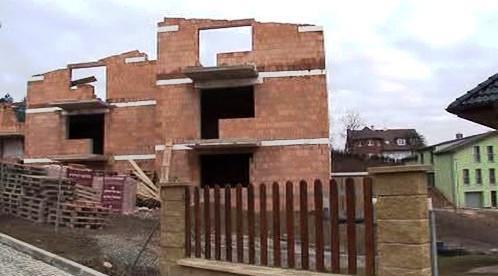 Majitel domu přistavoval třetí patro bez povolení