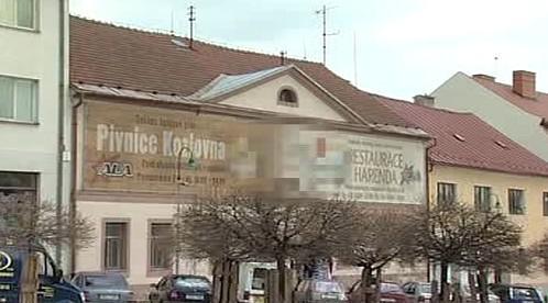 Velké bilboardy hyzdí náměstí v Bystřici nad Pernštejnem