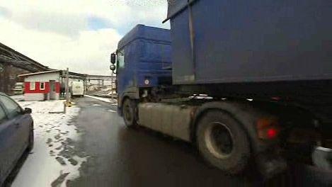 Kamion najíždějící na váhu