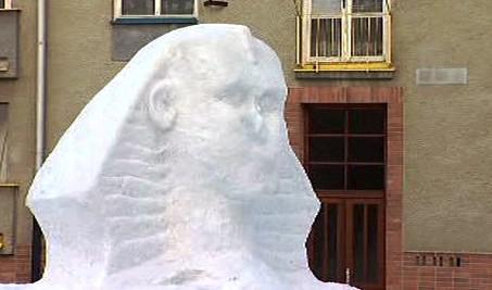 Sfinga ze sněhu