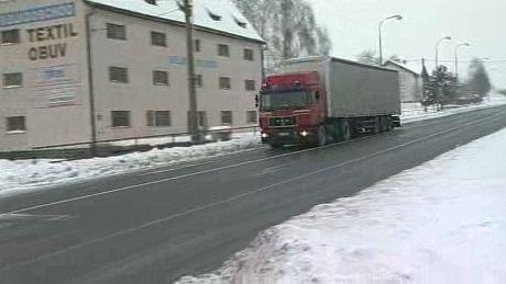 Kamion Projíždějící Bělotínem