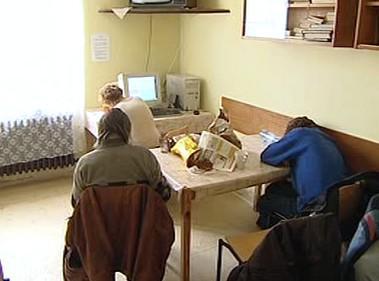 Bezdomovci v azylovém domě