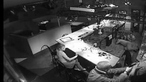 Lupič ohrožuje hosty baru