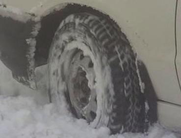 Auto ve sněhu