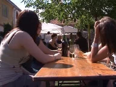 Milovníci vína na Festivalu otevřených sklepů