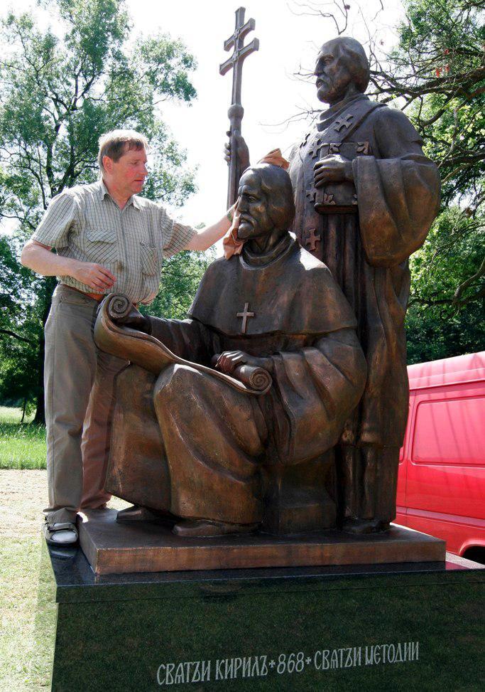 Sousoší Cyrila a Metoděje