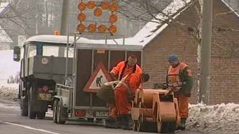 Oprava poškozené silnice