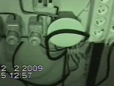 Policejní záběry elektroinstalace