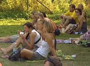 Návštěvníci festivalu Brod naproti lidem