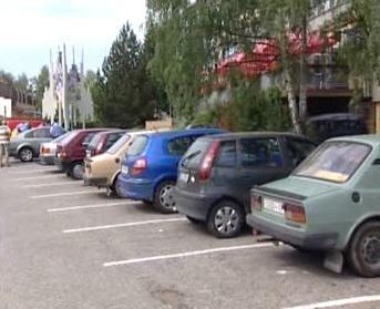 Přeplněné parkoviště