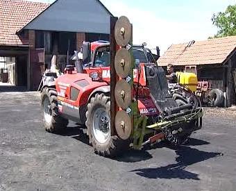 Speciální traktor na ořez stromů