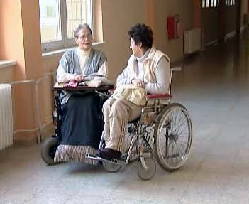 Tělesně postižení v ústavu v Hrabyni