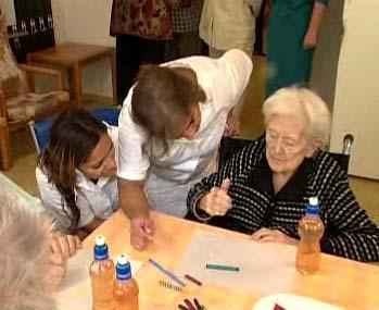 Romské sociální pracovnice v domově důchodců.