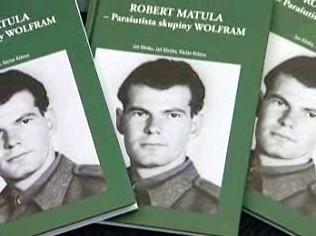 Kniha o parašutistovi Robertu Matulovi