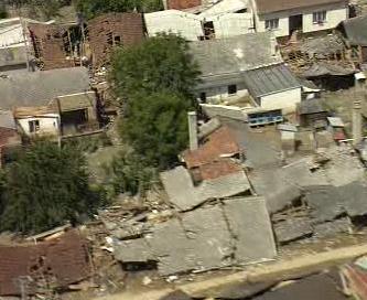 Zaplavená obec Troubky v červenci 1997
