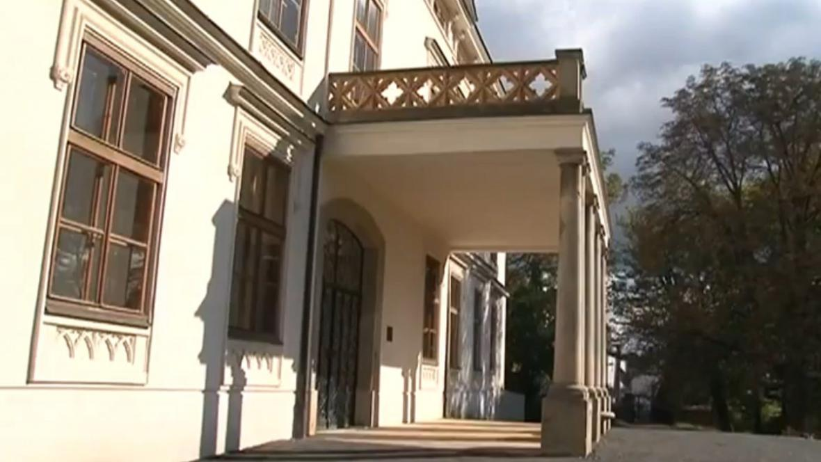 Zrekonstruovaný palác Kinských v Lešné