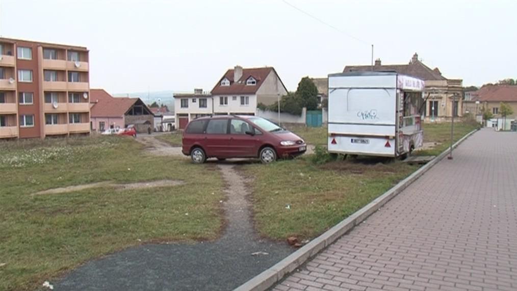 Proluka, v níž měl stát nový komplex v Rosicích