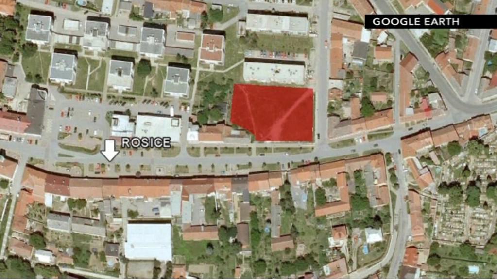 Místo stavby nového komplexu v Rosicích na náměstí