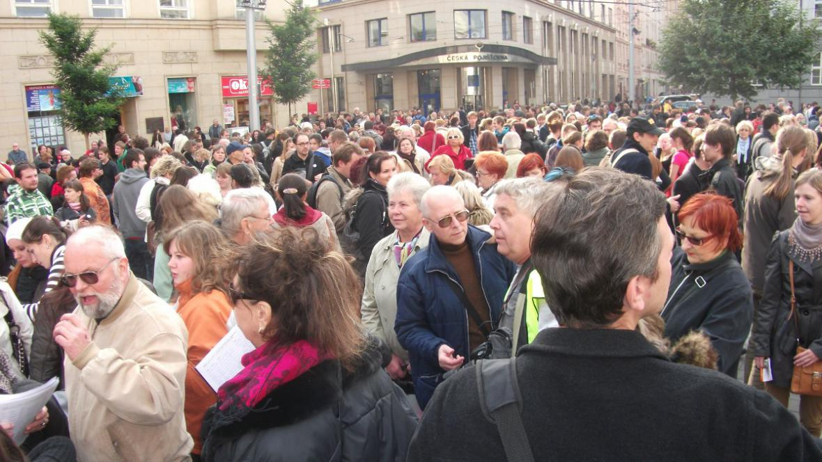 Dav demonstrantů se sešel na Moravském náměstí