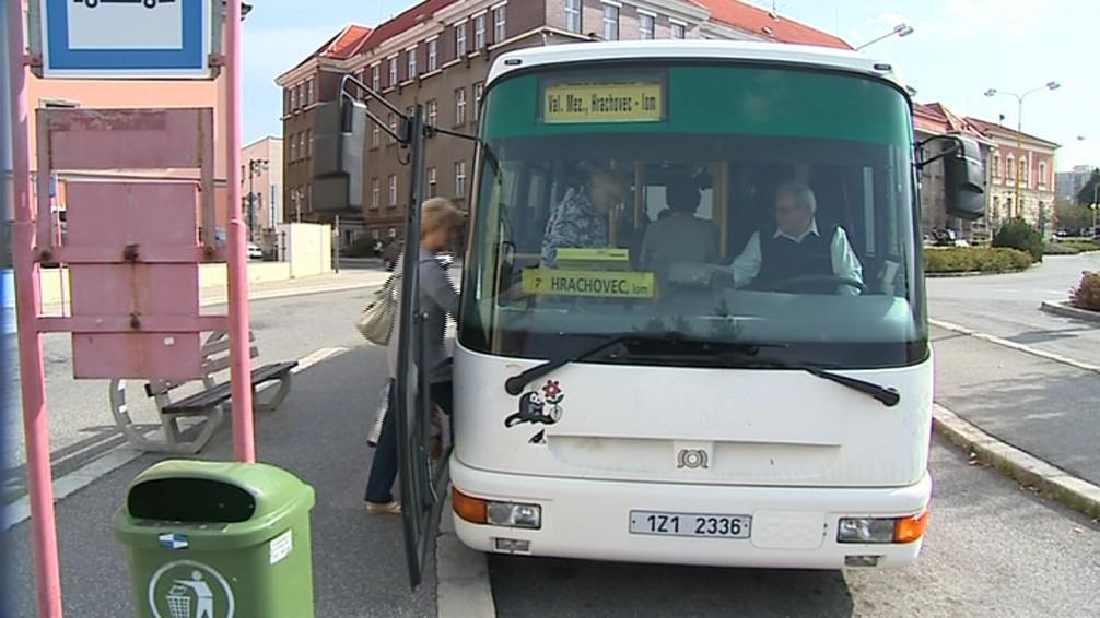Velké autobusy by měly mimo špičku nahradit radiobusy
