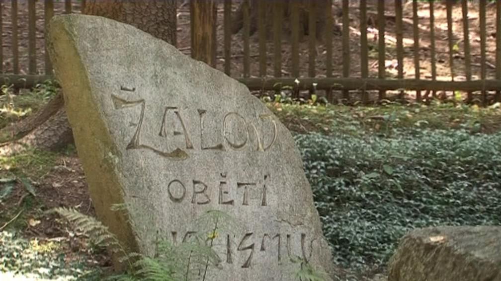 Pamětní deska připomínající romský holocaust v Žalově