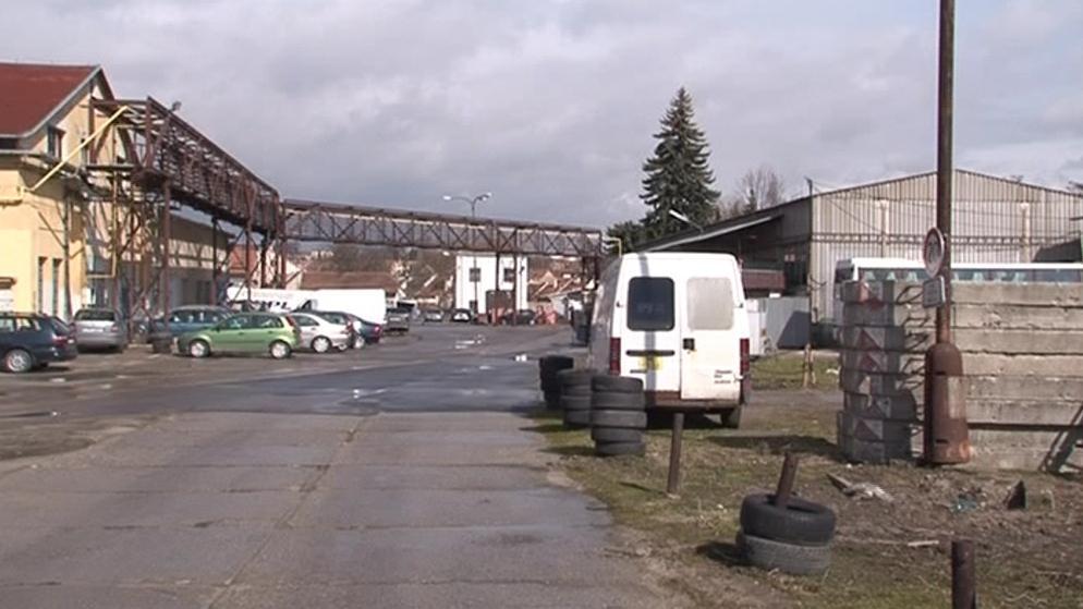 Rakovinotvorné fenoly se šířily z areálu továrny do okolí