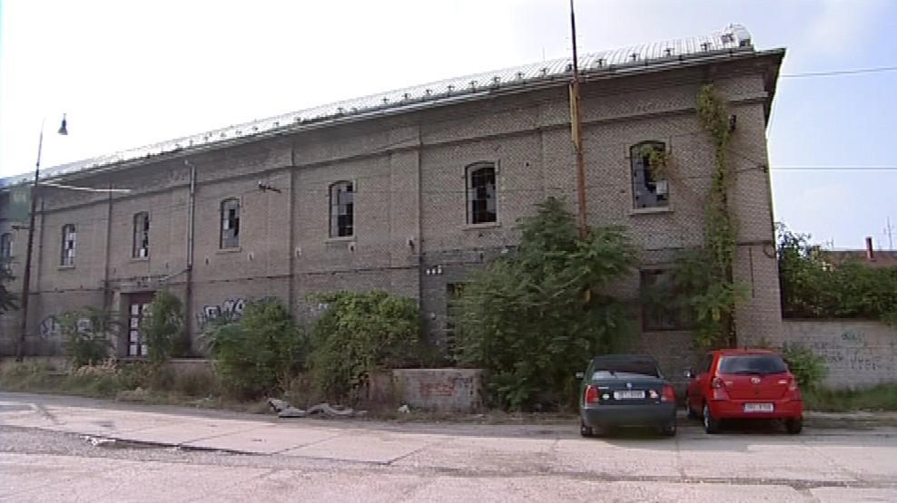 Jedna z chátrajících budov břeclavského cukrovaru