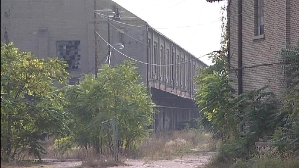 Chátrající budovy břeclavského curkovaru