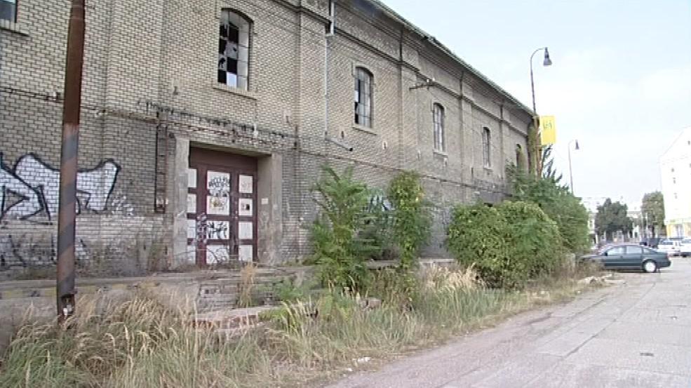 Chátrající budova břeclavského cukrovaru