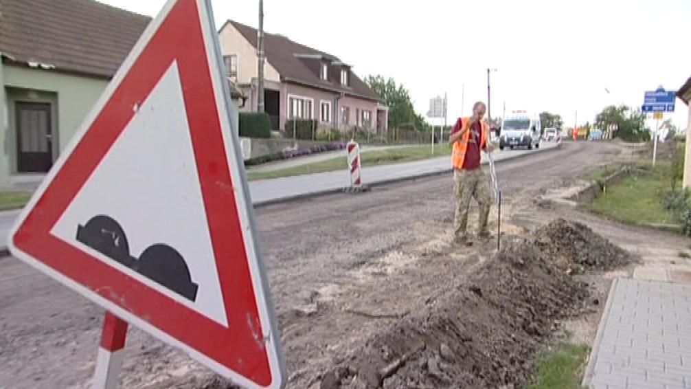 Oprava silnice v Lechovicích