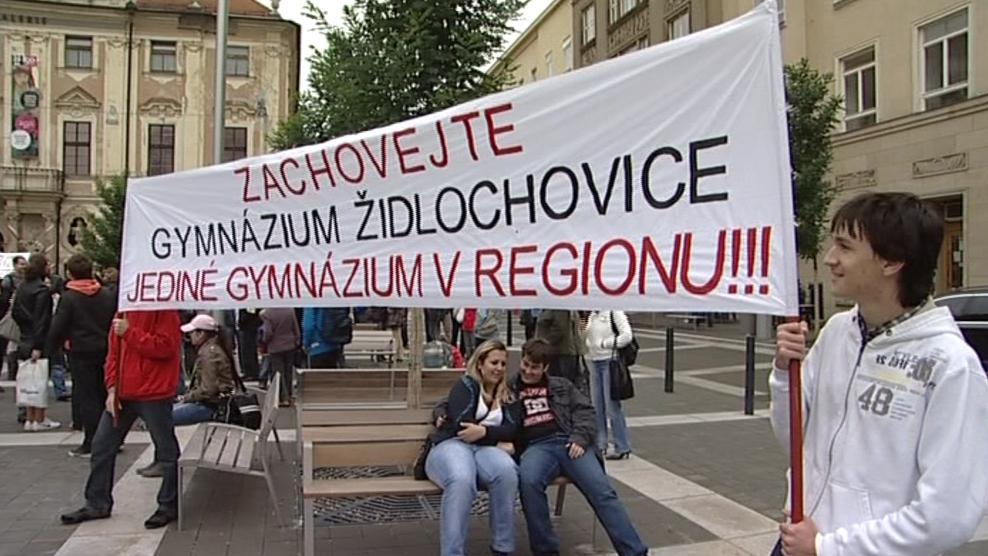 V Židlochovicích je jediné gymnázium v regionu, argumentují odpůrci slučování škol